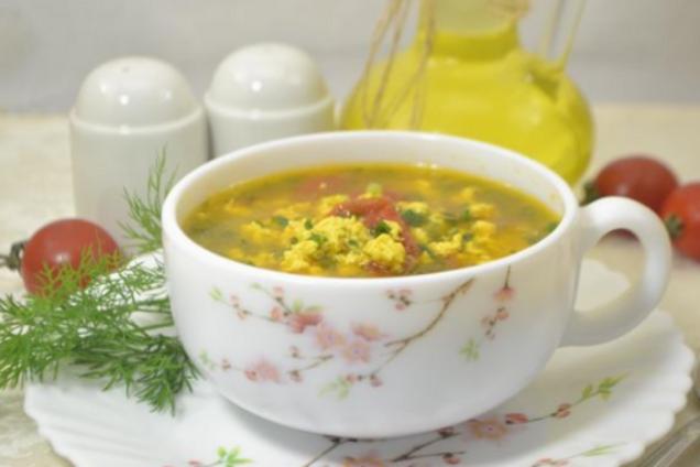 Яєчний суп з помидорами