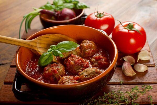 Тефтелі з рисом в томаті