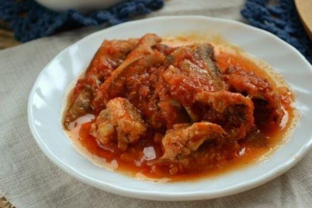 Бички в томатному соусі