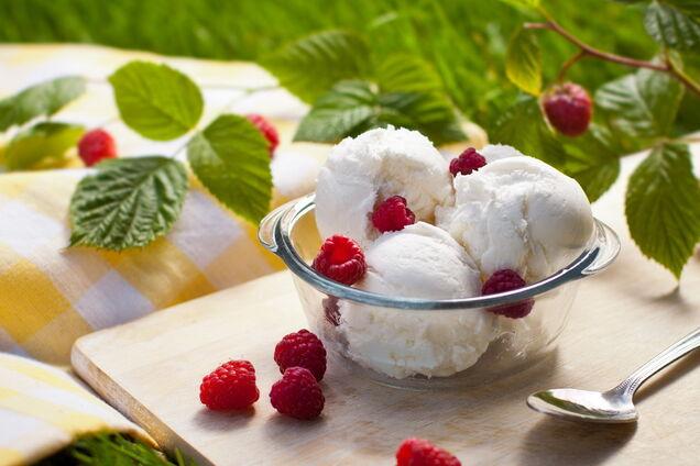 Морозиво в морожениці