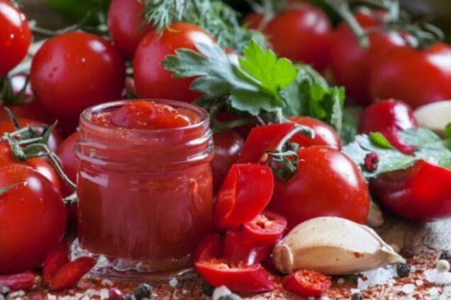 Кетчуп зі слив і помідорів