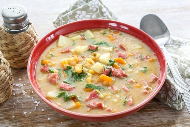 Суп з копченою ковбасою