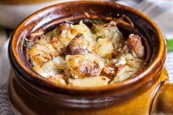 Картошка в горшочках со свининой