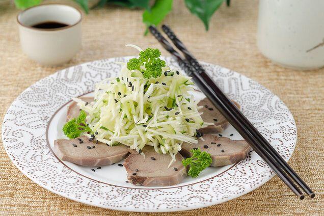 Салат з язиком і огірком