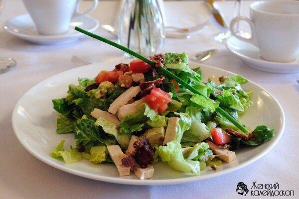 Салат з сиром і копченою куркою