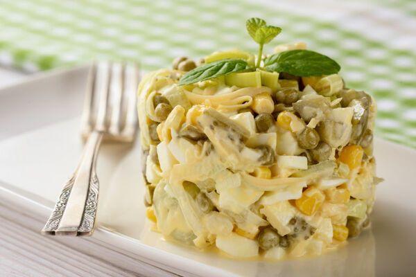 Салат з грибами і сиром