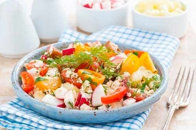 Салат с творогом
