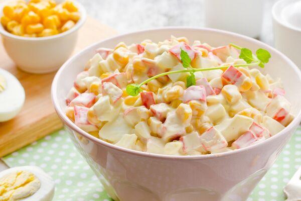 Салат з кукурудзою