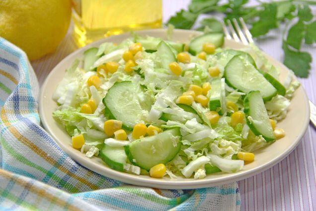 Салат с кукурузой и капустой