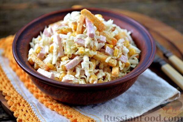 Салат з кукурудзою і сухариками
