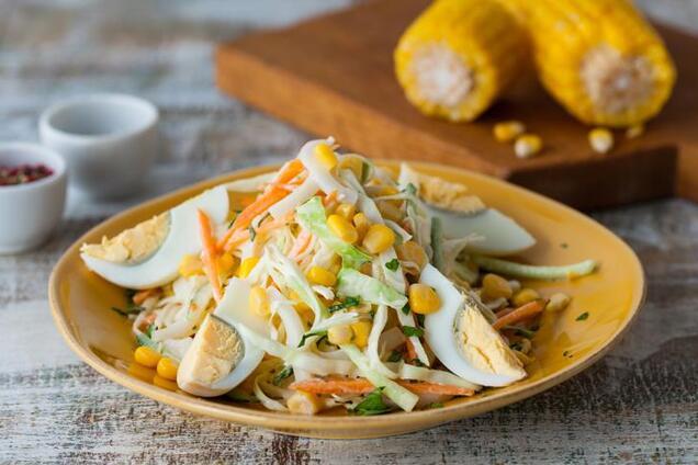 Салат из кукурузы и кальмаров