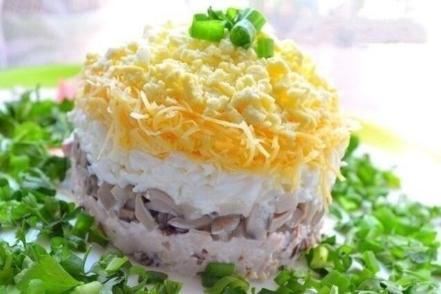 Салат с грибами и курицей