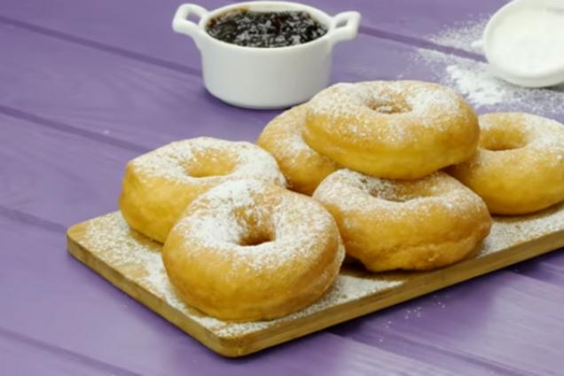 Солодкі смажені пончики