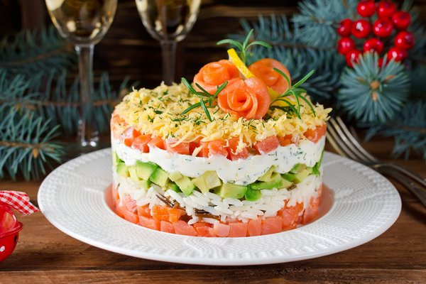 Салат з авокадо та сьомги