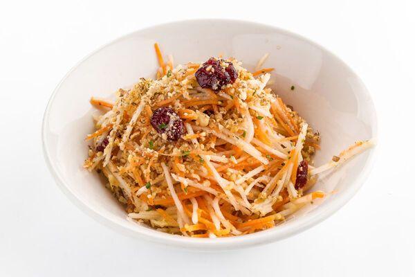 Салат с орехами и морковью
