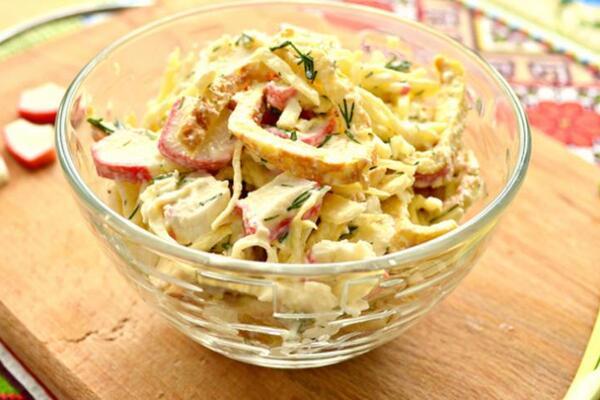 Салат с омлетом  и свежим огурцом