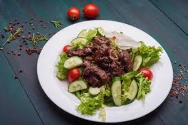 Салат с печенью и огурцами