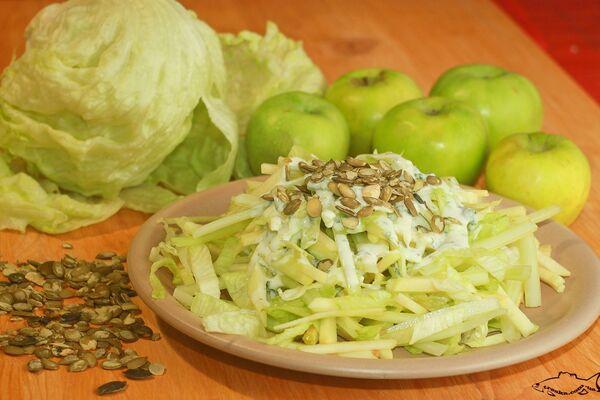 Салат с яблоком и сельдереем