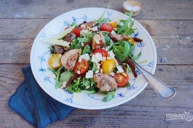 Салат з печінки тріски з помідорами