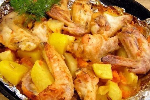 Картопля з куркою в духовці