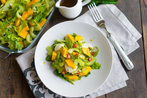 Салат з манго і сиром