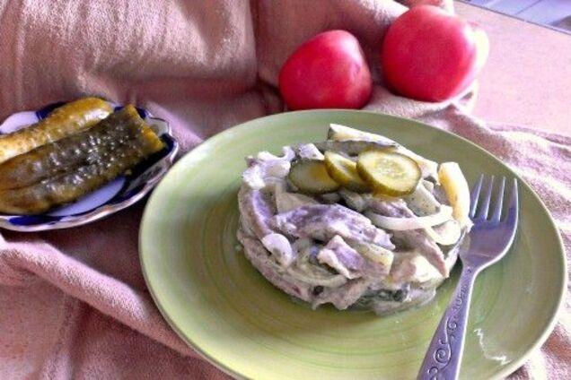 Салат с солеными огурцами и говядиной