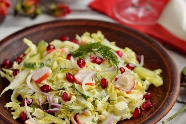 Салат з крабовими паличками та молодою капустою