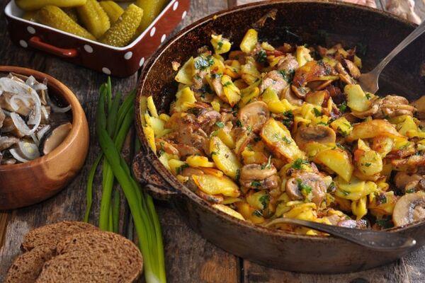 Тушеная картошка с грибами в сметане