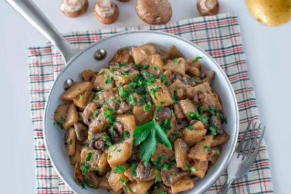 Тушеная картошка с грибами в мультиварке