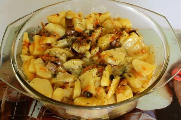 Картопля з грибами в мікрохвильовці