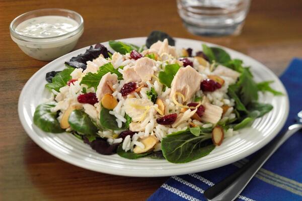 Салат з тунцем і рисом