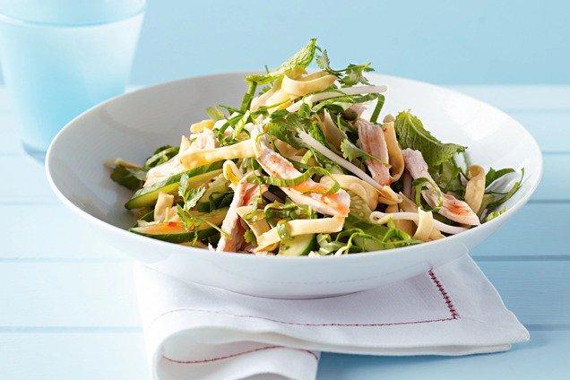 Салат з пекінської капусти і курки
