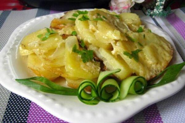 Картопля із сиром у мультиварці