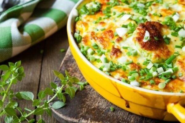 Картопля із сиром та м'ясом у духовці