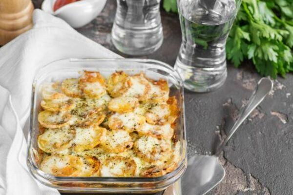 Картошка в духовке с сыром и сметаной