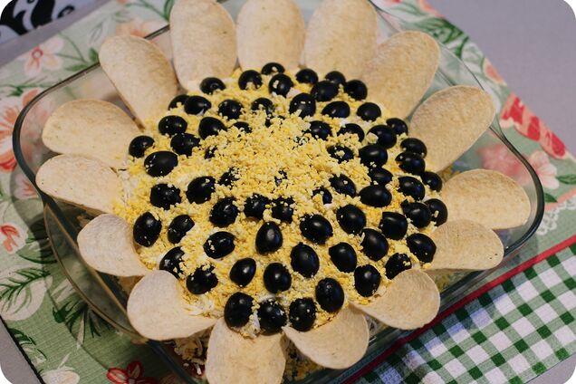 Салат ''Соняшник'' з кукурудзою