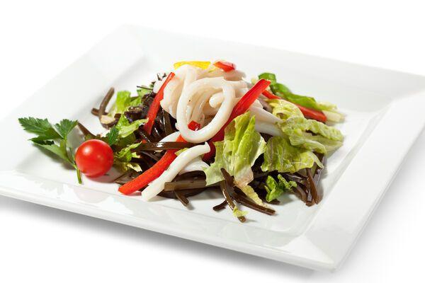Салат з кальмарами без майонезу