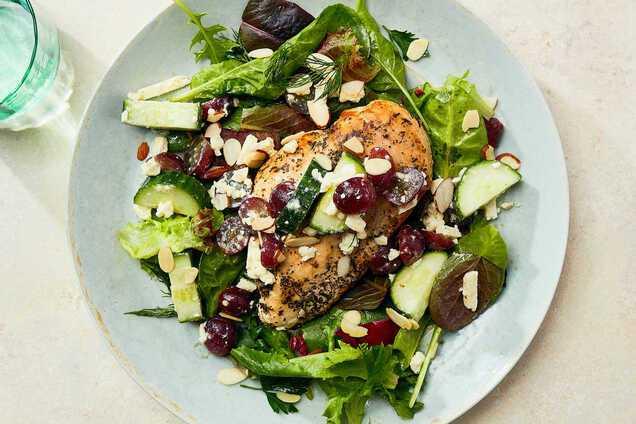 Салат з куркою, грибами і огірком