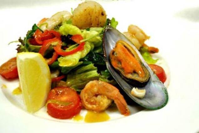 Салат з кальмарами і мідіями