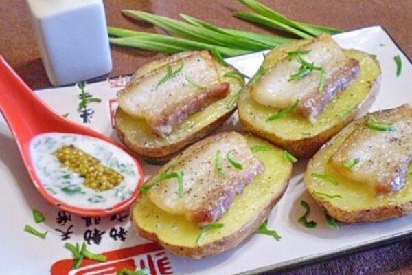 Картофель с салом в духовке