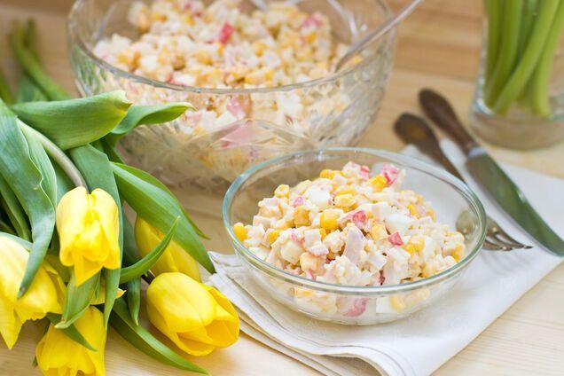 Салат з крабовими паличками і рисом