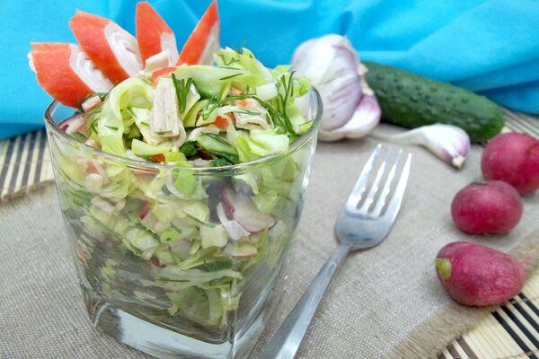 Салат з крабовими паличками і огірком