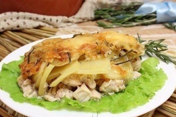Картопля з курячим філе в духовці