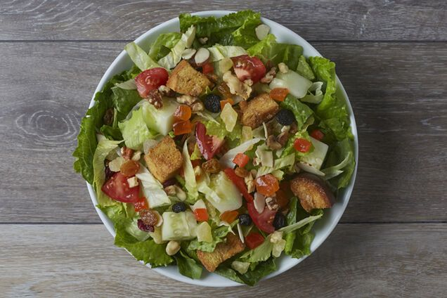 Салат з сухариками і шинкою