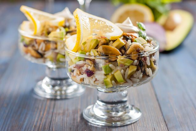 Салат з мідіями і рисом