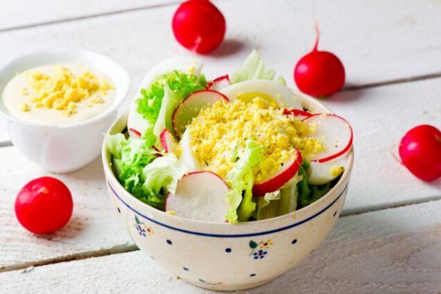 Салат з яйцем і редискою