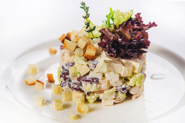 Салат з сухариками та грибами