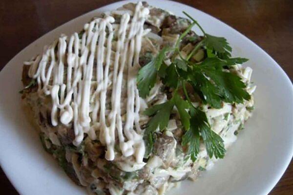 Салат з яйцями і баклажанами