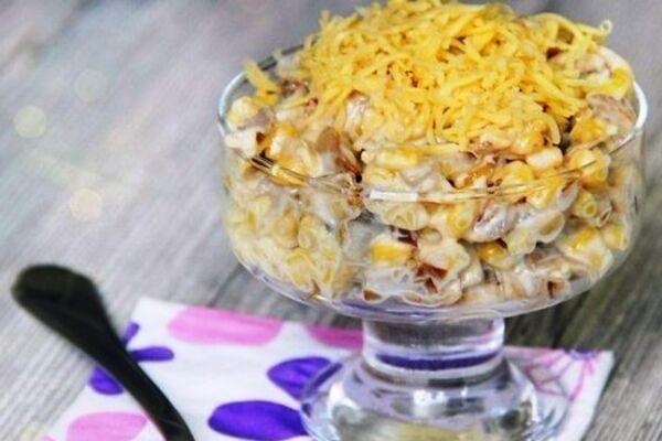 Салат з плавленим сиром і кукурудзою