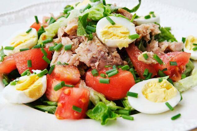 Салат с сыром и тунцом